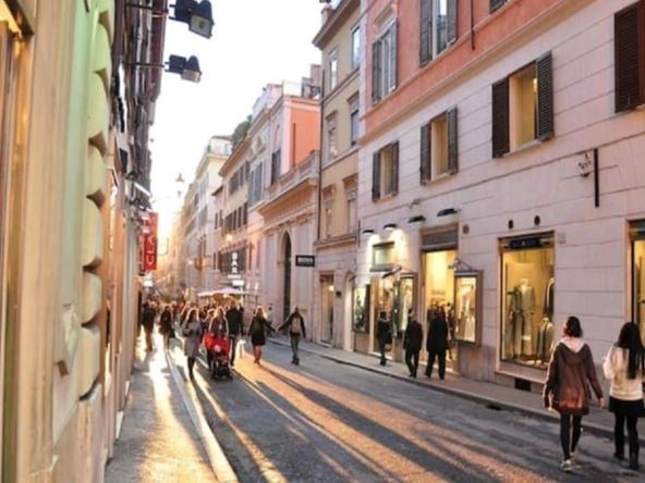 Продажа магазина (с арендатором) в центре Рима • Недвижимость Италии