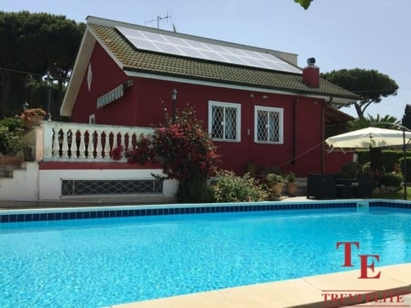 Вилла у моря с бассейном • Недвижимость Италии
