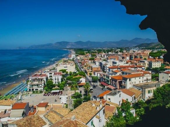 """Отель на море в Лацио • Агентство недвижимости в Италии """"Треви Элит"""""""