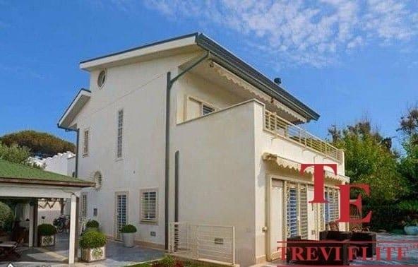 Вилла в Санта-Маринелла • Недвижимость Италии