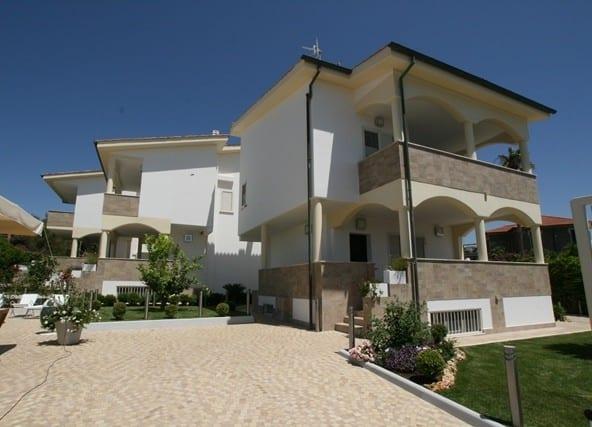Виллы на берегу моря с бассейном • Недвижимость Италии
