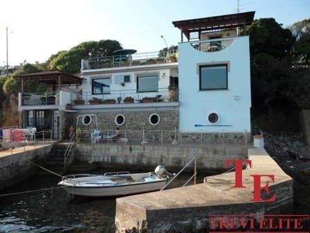 """Вилла у моря в Санта-Маринелла • Агентство недвижимости в Италии """"Треви Элит"""""""