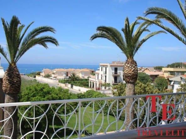 Новая вилла на берегу моря • Недвижимость Италии