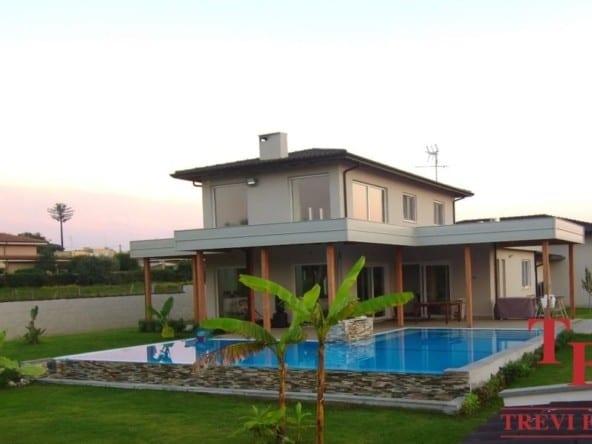 Новая вилла с бассейном в Анцио • Недвижимость Италии