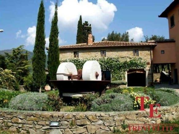 Поместье с виноградником • Недвижимость Италии