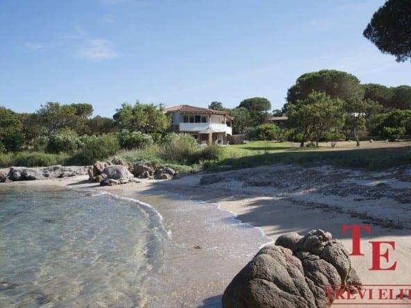 """Вилла с собственным пляжем • Агентство недвижимости в Италии """"Треви Элит"""""""