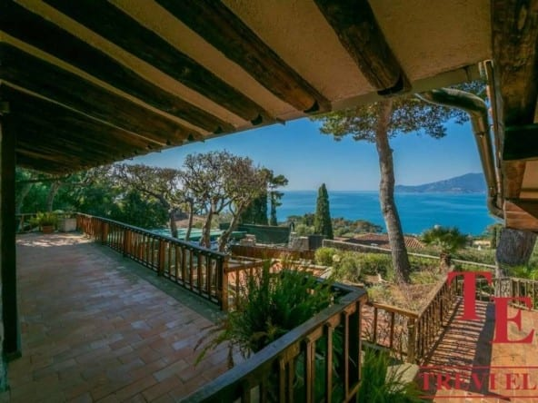 Вилла с видом на море • Недвижимость Италии