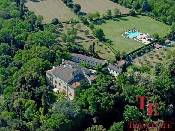Вилла с виноградником • Недвижимость Италии