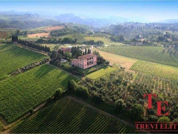 Вилла с виноградником Кьянти • Недвижимость Италии