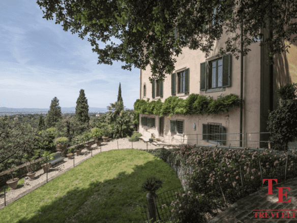 Средневековая вилла с видом на Флоренцию   Недвижимость Италии