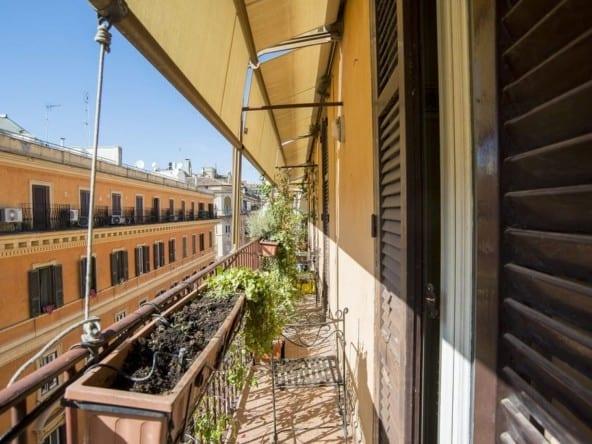 Квартира в центре Рима с балконом • Недвижимость Италии