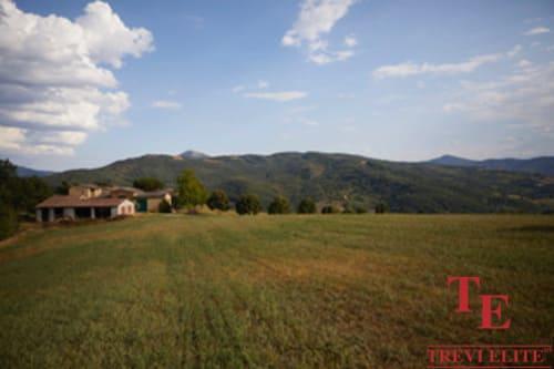 Поместье - Агритуризм в Умбрии • Недвижимость Италии