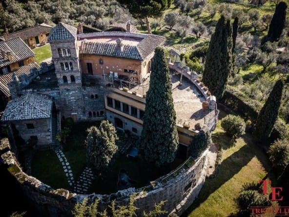 Старинный замок возле Рима • Недвижимость Италии