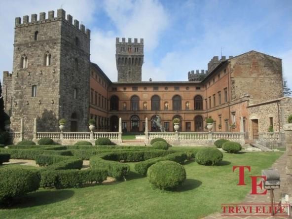 Замок в Тоскане с аукциона | Недвижимость Италии