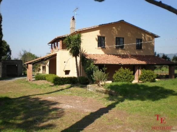 Дом с виноградниками в Болгери   Недвижимость Италии